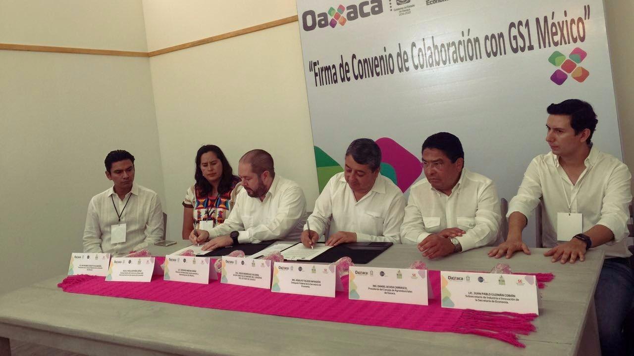 Convenio Secretaria Economia Oaxaca GS1 Mexico Julio 2017.jpg